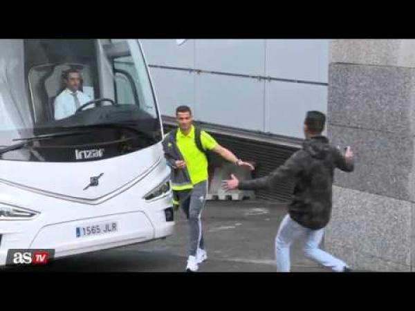 Embedded thumbnail for Cristiano Ronaldo és az ölelés